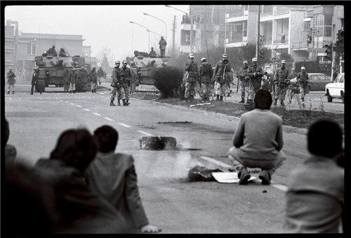 درگیری میان نیروهای شاه و تظاهر کنندگان