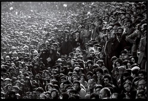 جمعیت تظاهر کنندگان علیه شاه در تهران