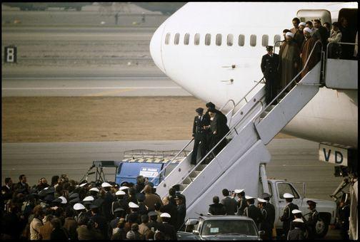 بازگشت آیت الله خمینی به ایران با هواپیمای خطوط هوایی فرانسه، رو به آنیده نامشخص
