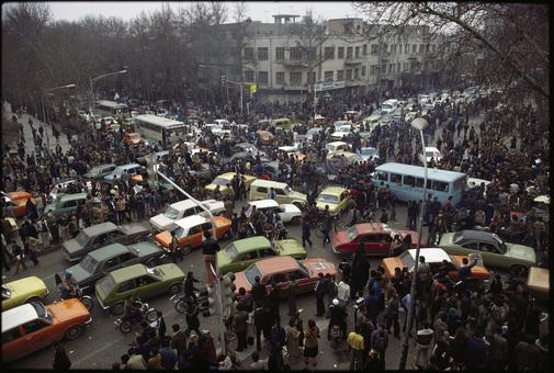 مسدود شدن خیابان های تهران در روز خروج شاه