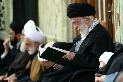رهبر انقلاب در مراسم ترحیم و بزرگداشت آیتالله واعظ طبسی حضور یافتند.
