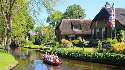 گیتورن، دهکده ای در هلند که به «ونیز شمال» یا «ونیز هلند» شهره است.