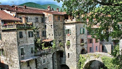 بانیونه روستایی در استان ماسا و کارارا در غرب کشور ایتالیا