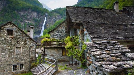 روستای فروگلیو در سوئیس