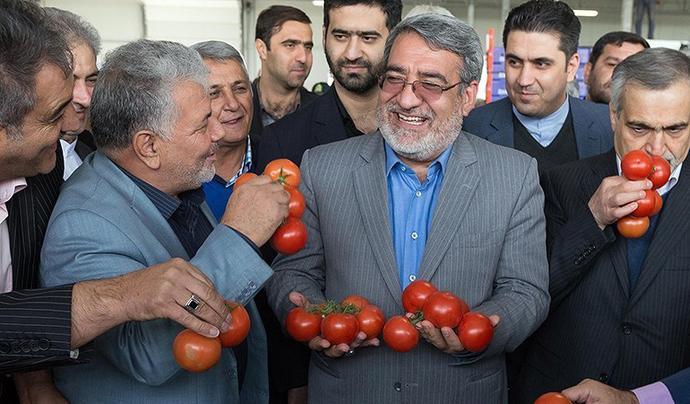 حالا گلابی نشد بیاید از این گوجههای برجامی بزنید روشن شید