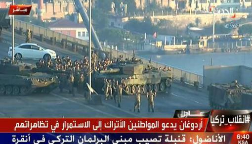 تسلیم شدن نظامیان کودتا در پل تنگه بوسفر در استانبول