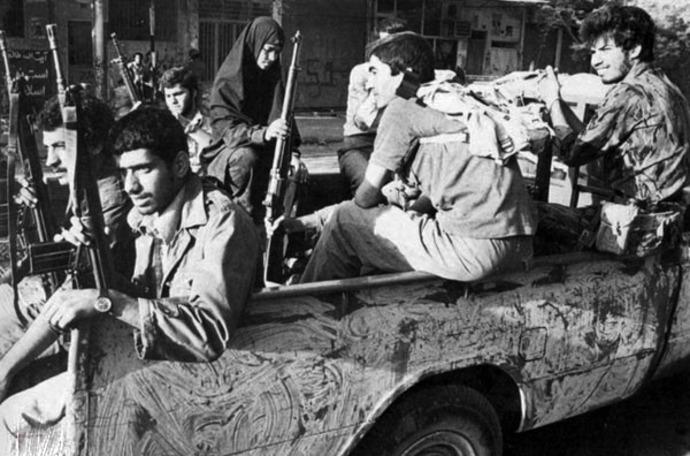 انتقال نیروهای مردمی به مناطق درگیری - 5 مهر 1359 - عکاس: سعید صادقی