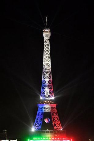 برج ایفل در پاریس در جریان مسابقات یورو