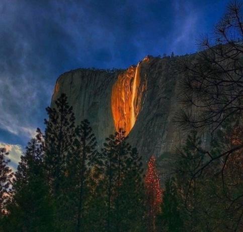 آبشار واقعی آتش در آمریکا+عکس