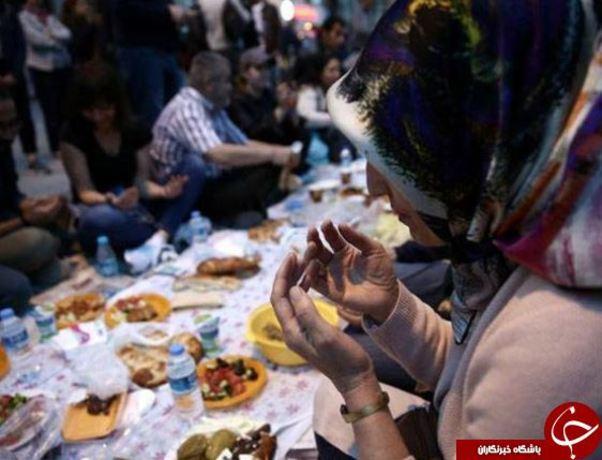 مراسم افطار عمومی در مرکز استانبول، ترکیه