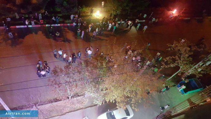 تجمع دانشجویان در شهرستان «بناب» درمحوطه خارج از خوابگاه
