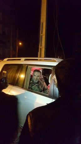 امیر کیومرث حیدری فرمانده نیروی زمینی ارتش، دو نصفه شب در منطقه مسکن مهر سرپلذهاب میچرخید و خودش بین مردم چادر پخش میکرد