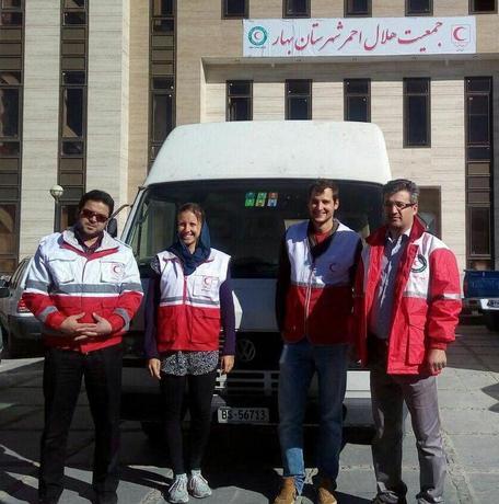 دو گردشگر سوییسی با حضور در هلال احمر بهار خواستار اعزام به کرمانشاه شدند