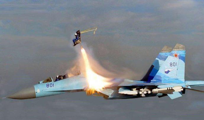 تصویری دیدنی از لحظه ایجکت خلبان جنگنده