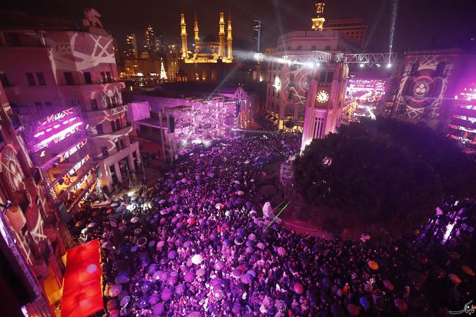 جشن سال نو - زیر بارش باران در بیروت- لبنان