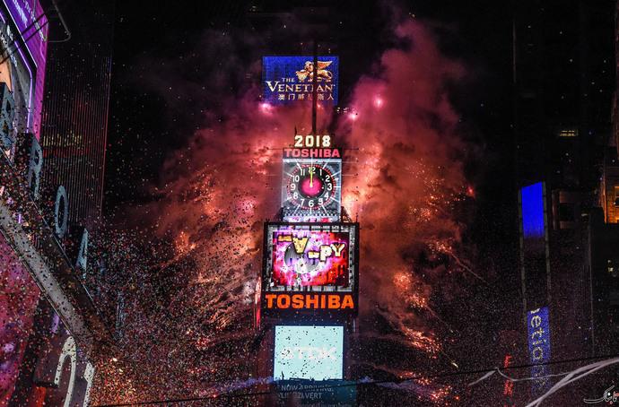 آتش بازی در شب سال نو در میدان تایمز در نیویورک