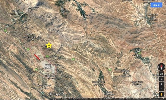 آن گونه که نقشه نشان میدهد، محل سقوط هواپیما (ستازه زرد رنگ روی تصویر) به هیچ وجه در امتداد باند فرودگاه یاسوج (خط قرمز رنگ) نیست.