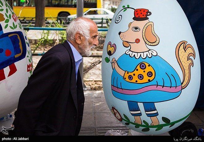 زیبا سازی شهر تهران با تخم مرغ های نوروزی