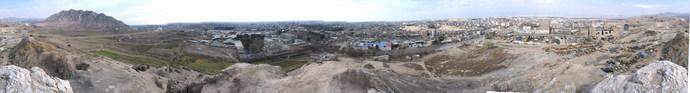 کارخانه سیمان ری در سمت راست تصویر و کوه بی بی شهربانو در سمت چپ آن دیده میشود. (برای دیدن تصور در ابعاد بزرگتر روی آن کلیک کنید)