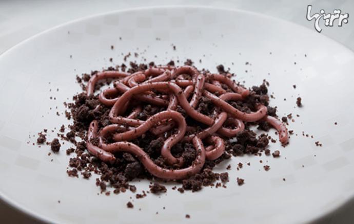 کرمهای ژلهای روی خردههای دونات شکلاتی