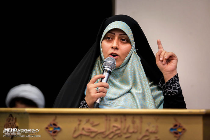 خواهر انقلابی مسیح علینژاد در مراسم «دختران انقلاب»
