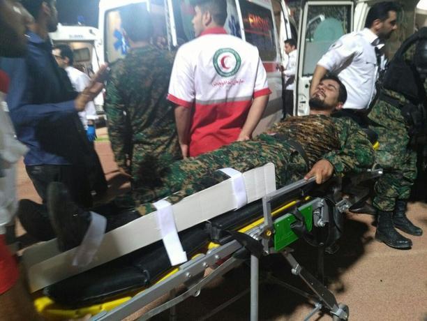 یک مامور پلیس در این خشونت ها زخمی شد
