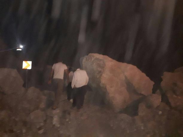جاده سیاطاهر در شهرستان ثلاث باباجانی پس زلزله جاده سیاطاهر در شهرستان ثلاث باباجانی پس زلزله