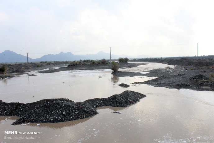 بارش باران و طغیان رودخانهها در هشتبندی (شرق هرمزگان)