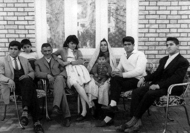 resized 984492 951 - تصاویر دیده نشده از استاد محمدرضا شجریان