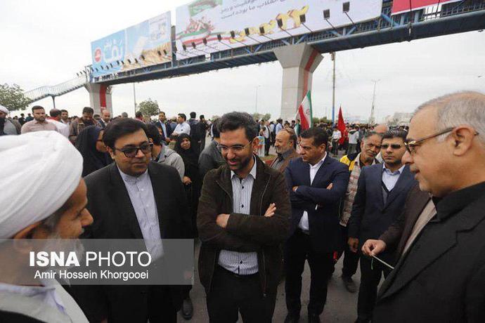آذری جهرمی، وزیر ارتباطات در راهپیمایی ٢٢ بهمن