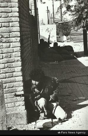 درگیری نیروهای ایرانی و عراقی در کنار منازل سازمانی کارکنان راه آهن. مهر ۱۳۵۹
