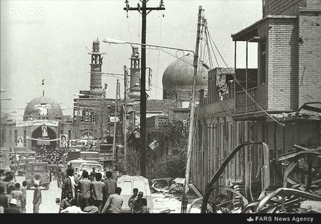 اطراف مسجد جامع پس از آزادی خرمشهر. عکس از آرشیو کیهان