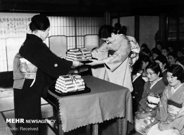 مراسم فارغ التحصیلی دانش آموختگان مدرسه ای در توکیو، ژاپن
