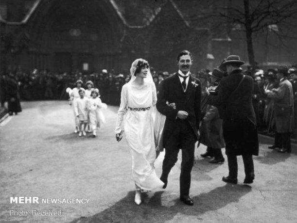 هارولد مکمیلان که از سال 1957 تا 1963 به عنوان نخست وزیر انگلیس خدمت کرده است، با همسرش دوروتی کاوندیش در روز عروسی خود در لندن