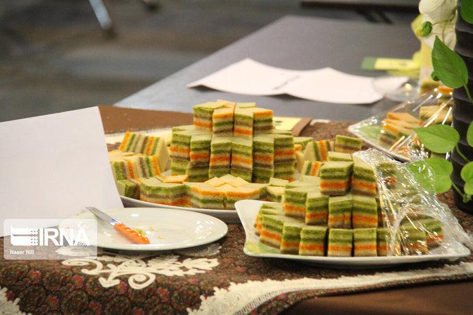 جشنواره شیرینیهای سنتی و باقلوای قزوین / عکس